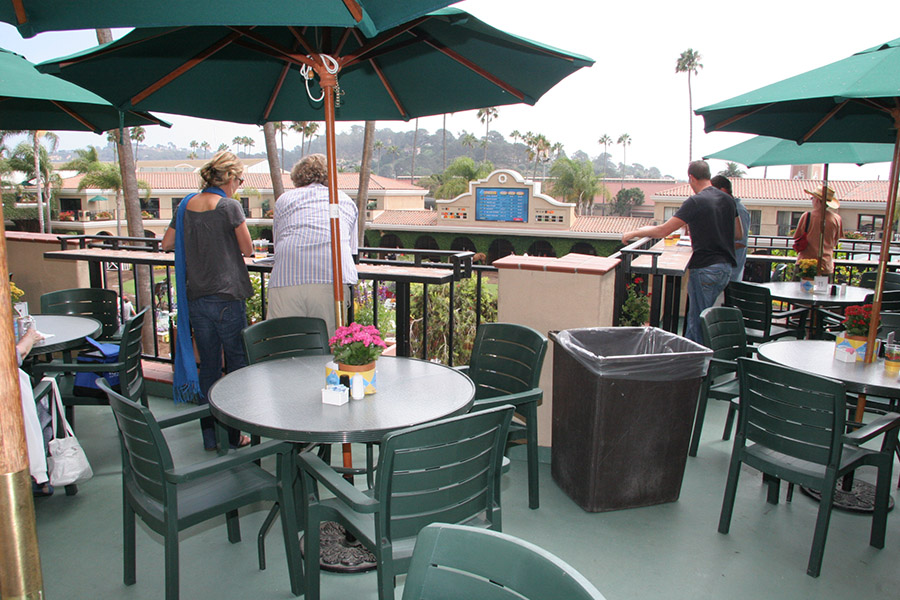 paddock view patio at del mar. Black Bedroom Furniture Sets. Home Design Ideas