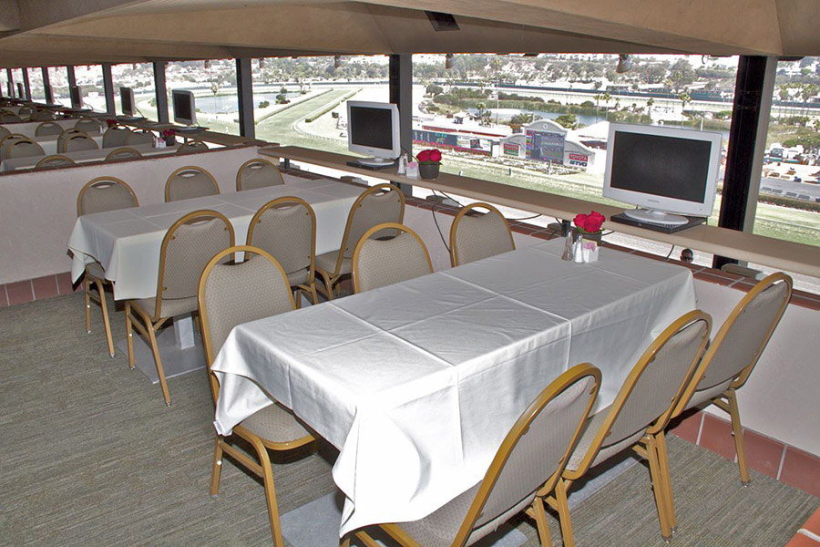 Luxury Suite Table Seating